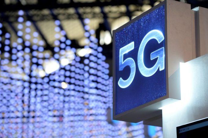 5G chegará em cidades com mais de 30 mil habitantes até 2028, afirma ministro