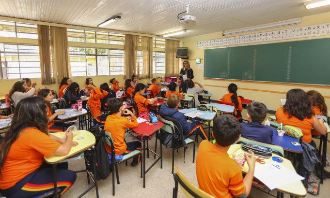 Mais de 100 mil escolas já receberam recursos do Programa Dinheiro Direto na Escola em 2021