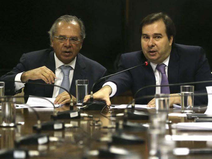 O ministro da Economia, Paulo Guedes, se reúne com o presidente da Câmara, Rodrigo Maia no Ministério da Economia.