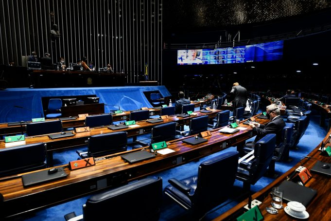 A MP 1031, que trata da capitalização da Eletrobras, ainda está sob intensa negociação no Senado Federal. Um grupo de senadores quer, inclusive, reverter as mudanças feitas no texto pela Câmara dos Deputados.