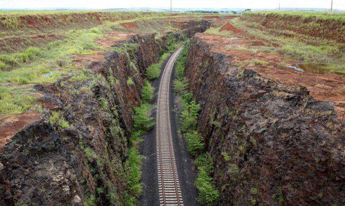 Ferrovias: Tarcísio afirma que construção da Integração Centro-Oeste iniciará em breve