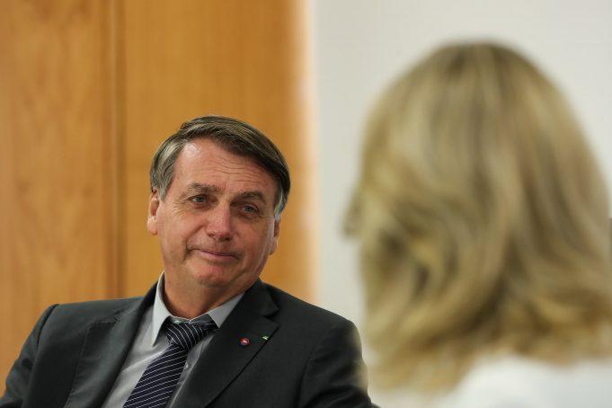 Bolsonaro volta a dizer que Petrobras pode pagar por vale-gás