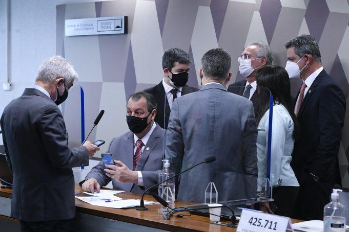 Randolfe Rodrigues: Bolsonaro já é o centro das investigações na CPI
