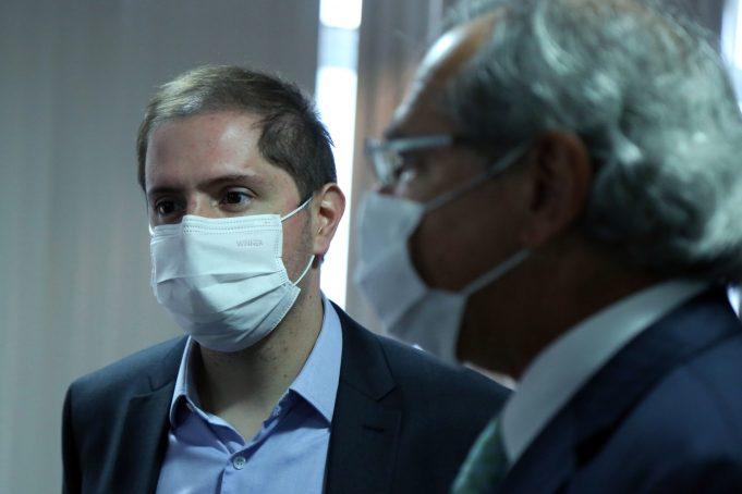 Secretario-executivo do Ministério do Trabalho, Bruno Bianco, junto ao ministro da Economia, Paulo Guedes. Foto: Edu Andrade/Ascom/ME