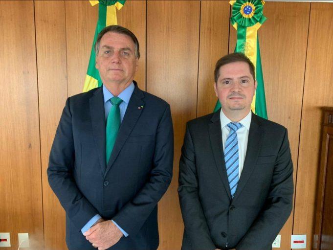 Bolsonaro anuncia Bruno Bianco para AGU