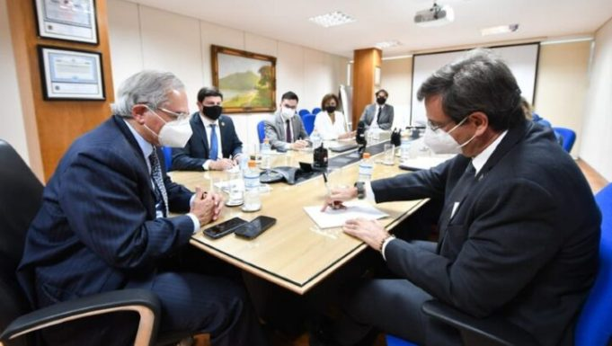 Adoção da reciprocidade contra a taxação argentina é discutida pelos ministros do Turismo e da Economia